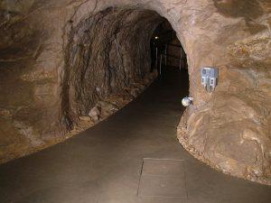 Szemlő-hegyi-cave-building